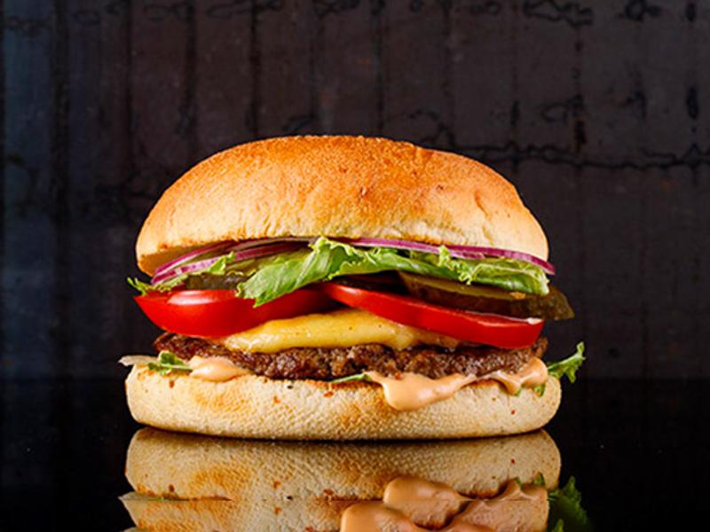 Белый бургер с котлетой из мраморной говядины