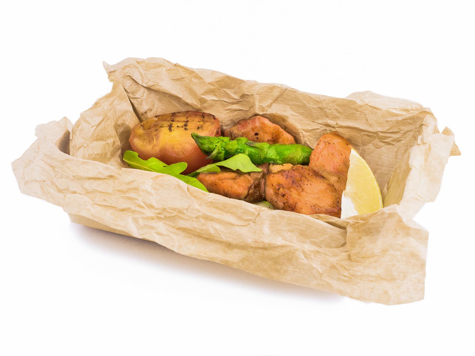 Лосось с овощами в соусе терияки
