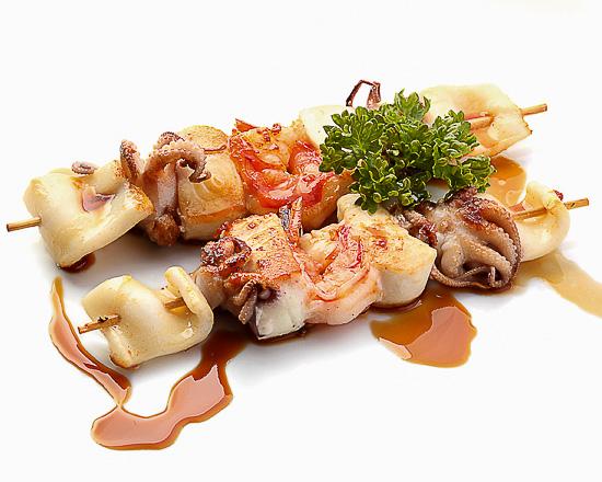 Морепродукты на шпажках