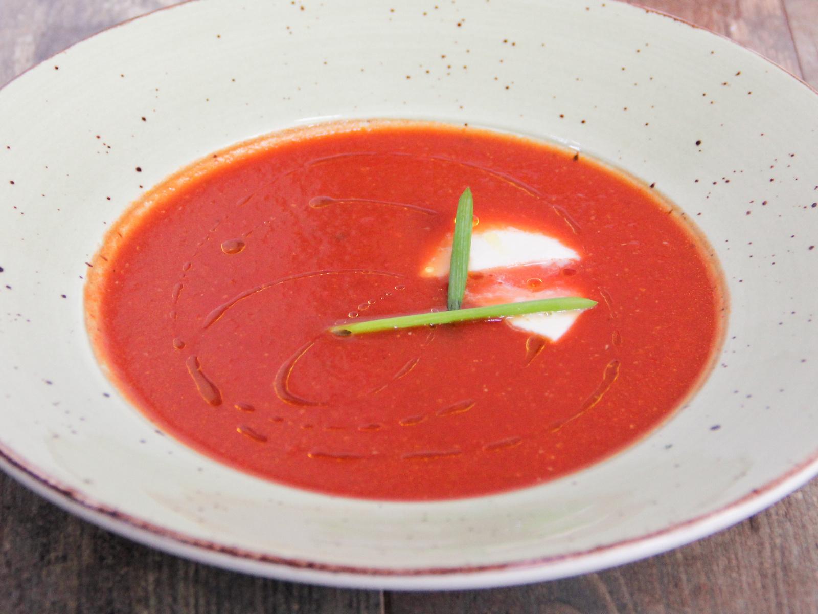 Томатный суп с сыром моцарелла