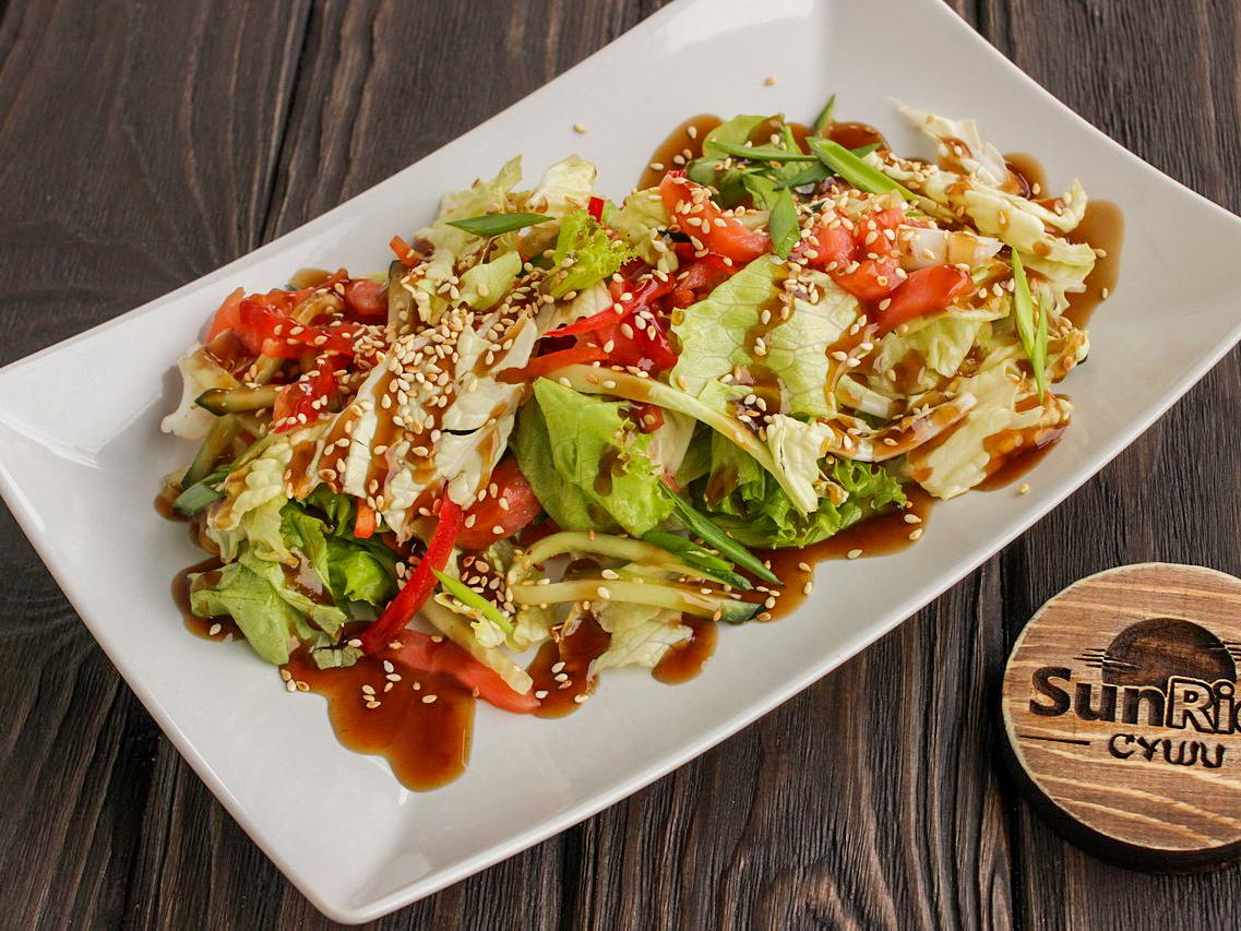 Салат с копчёным лососем