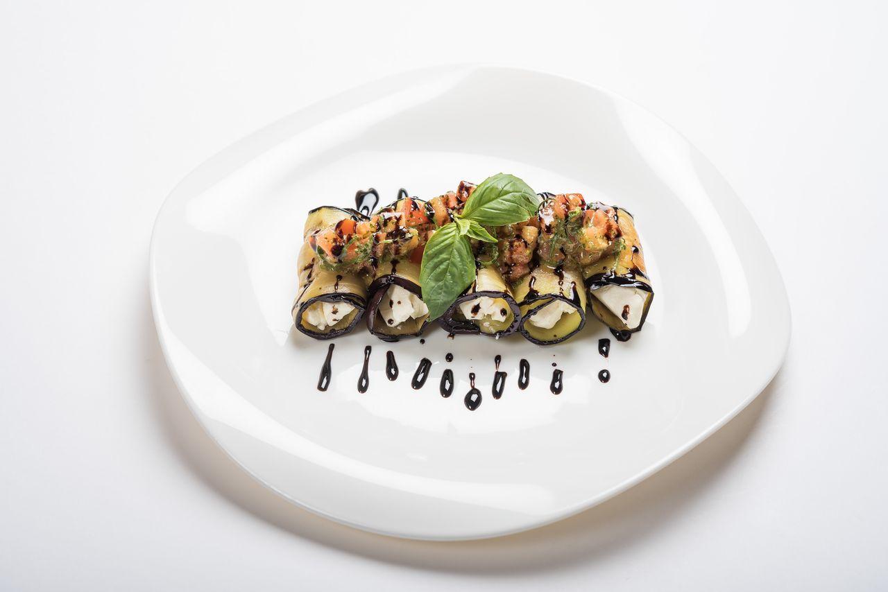 Рулетики из баклажан с творожным сыром