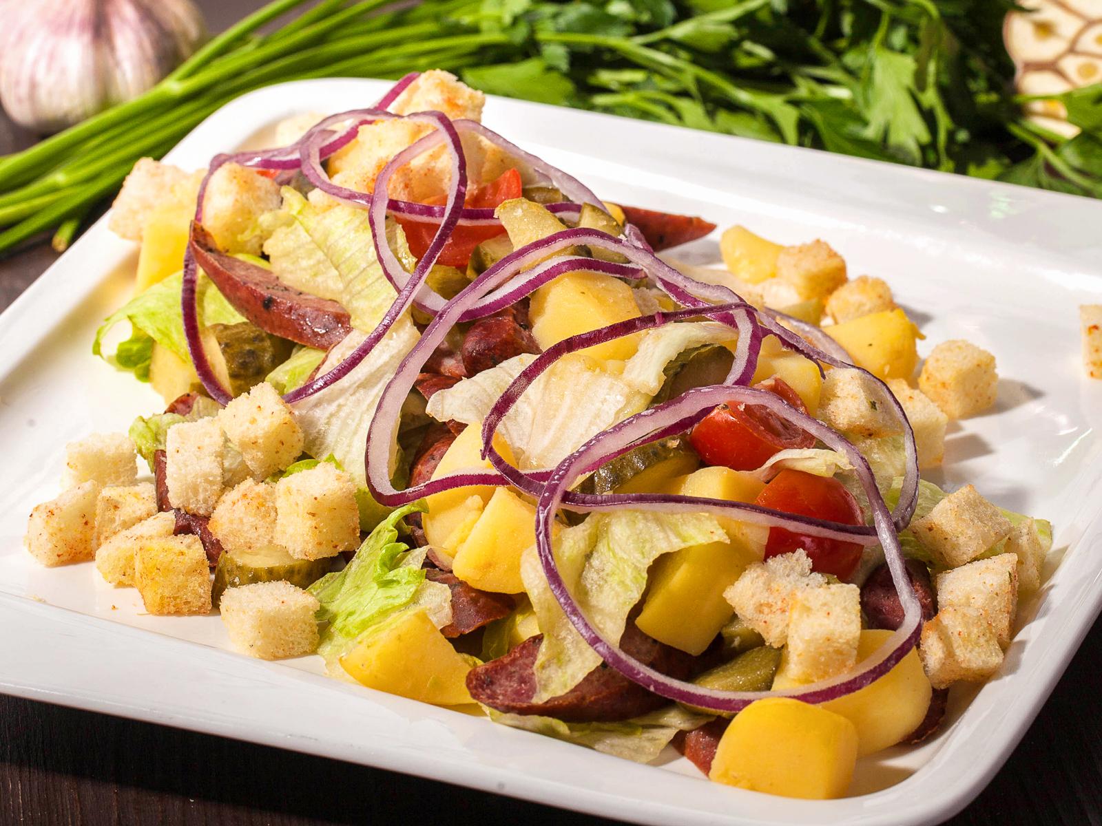 Салат с колбасками