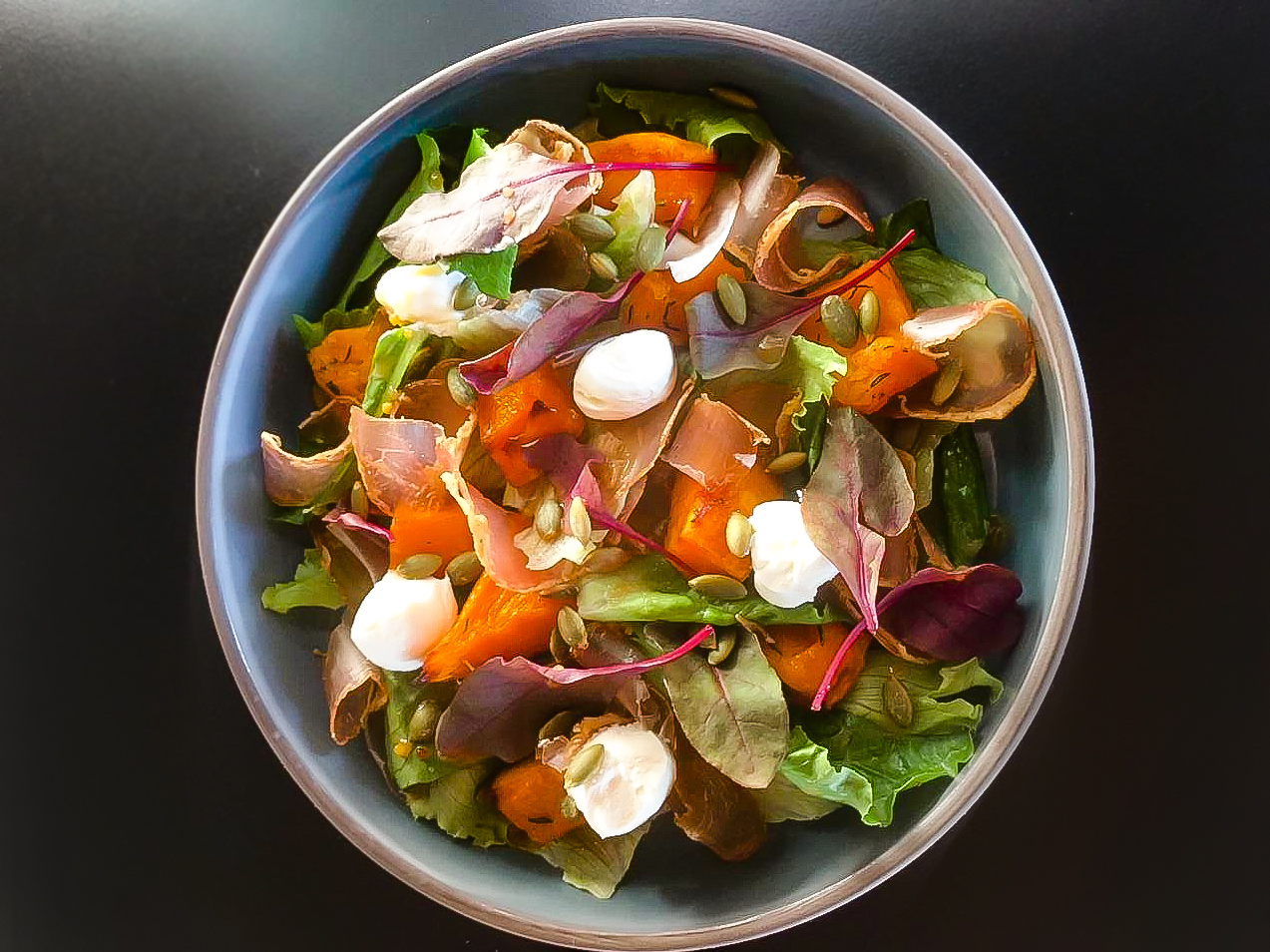 Салат с индейкой и тыквой