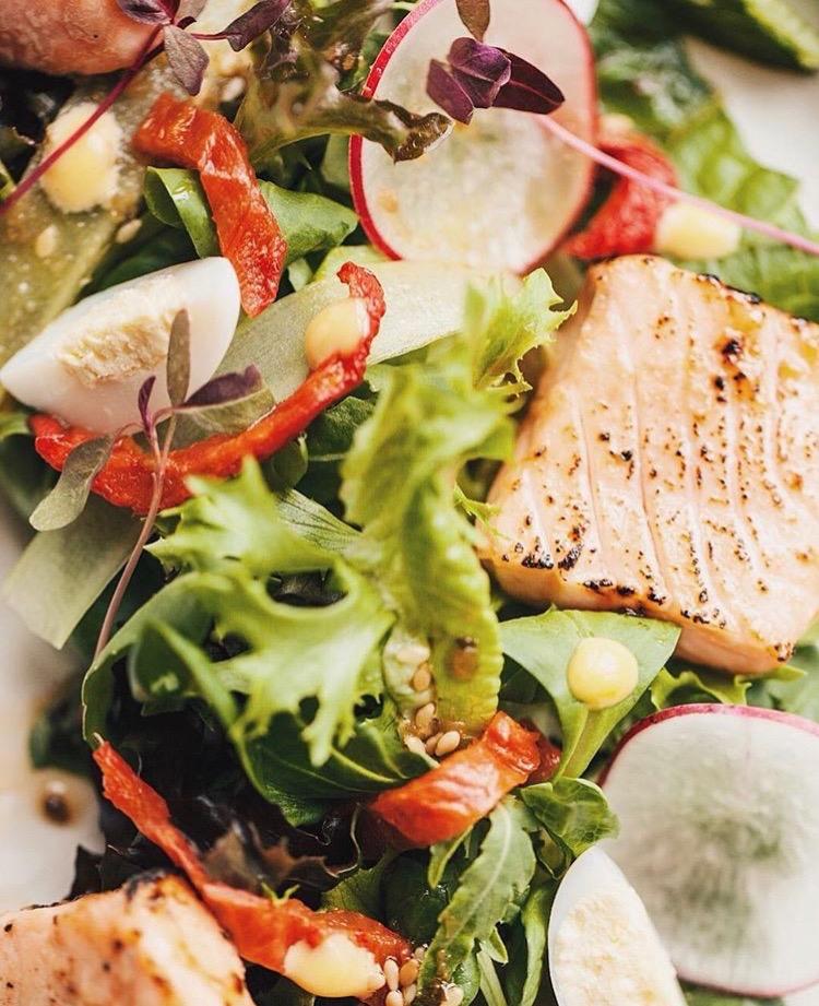 Салат с арктическим лососем