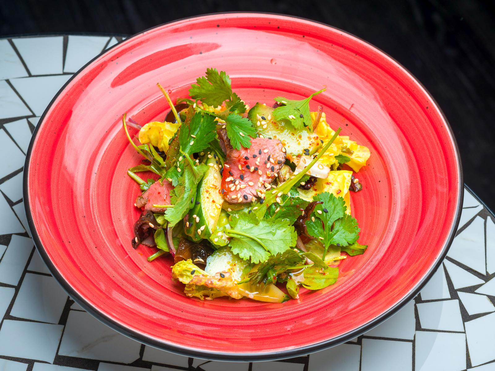 Салат с маринованной говядиной