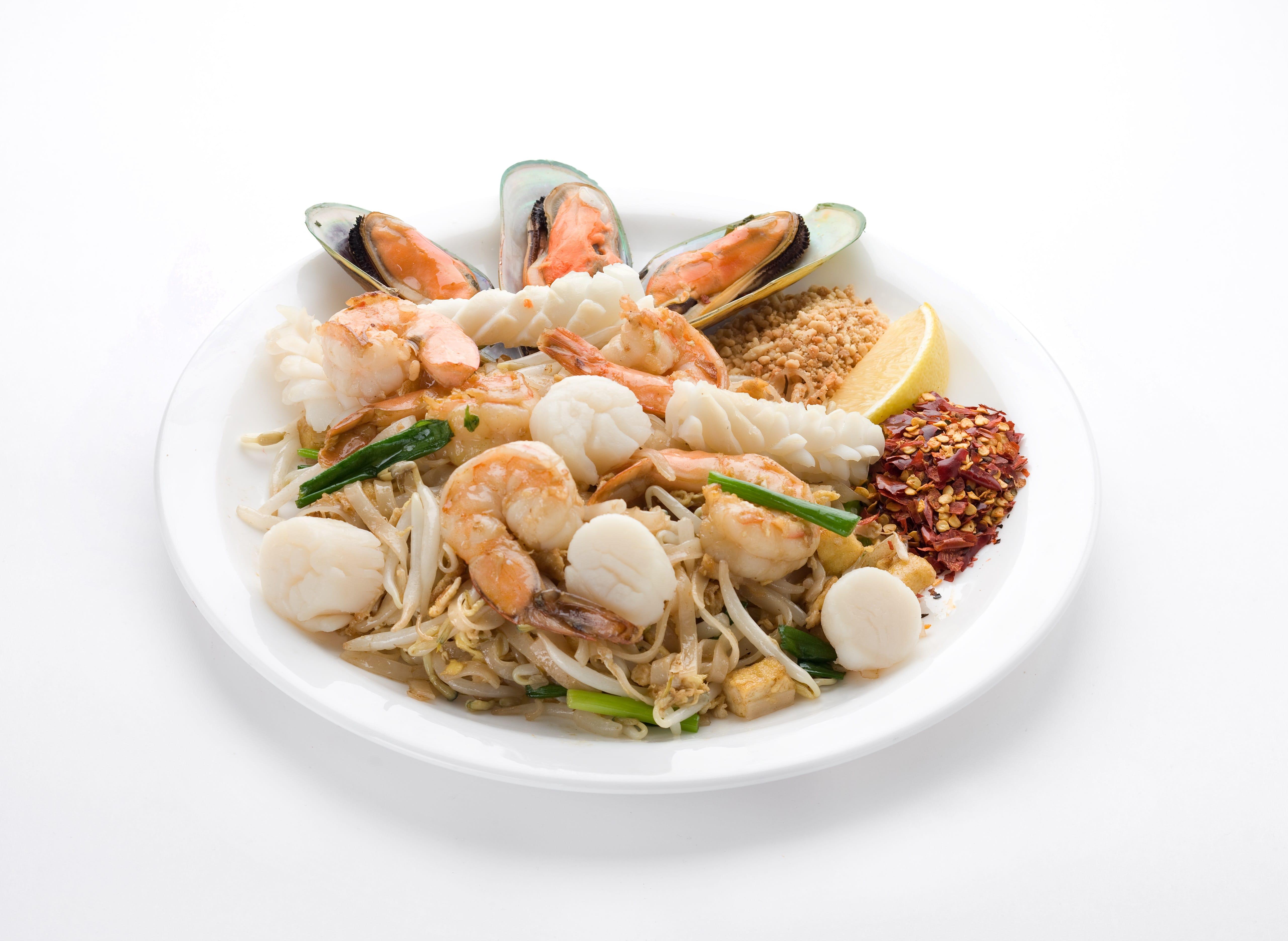 Рисовая лапша с морепродуктами Пад Тай Тале