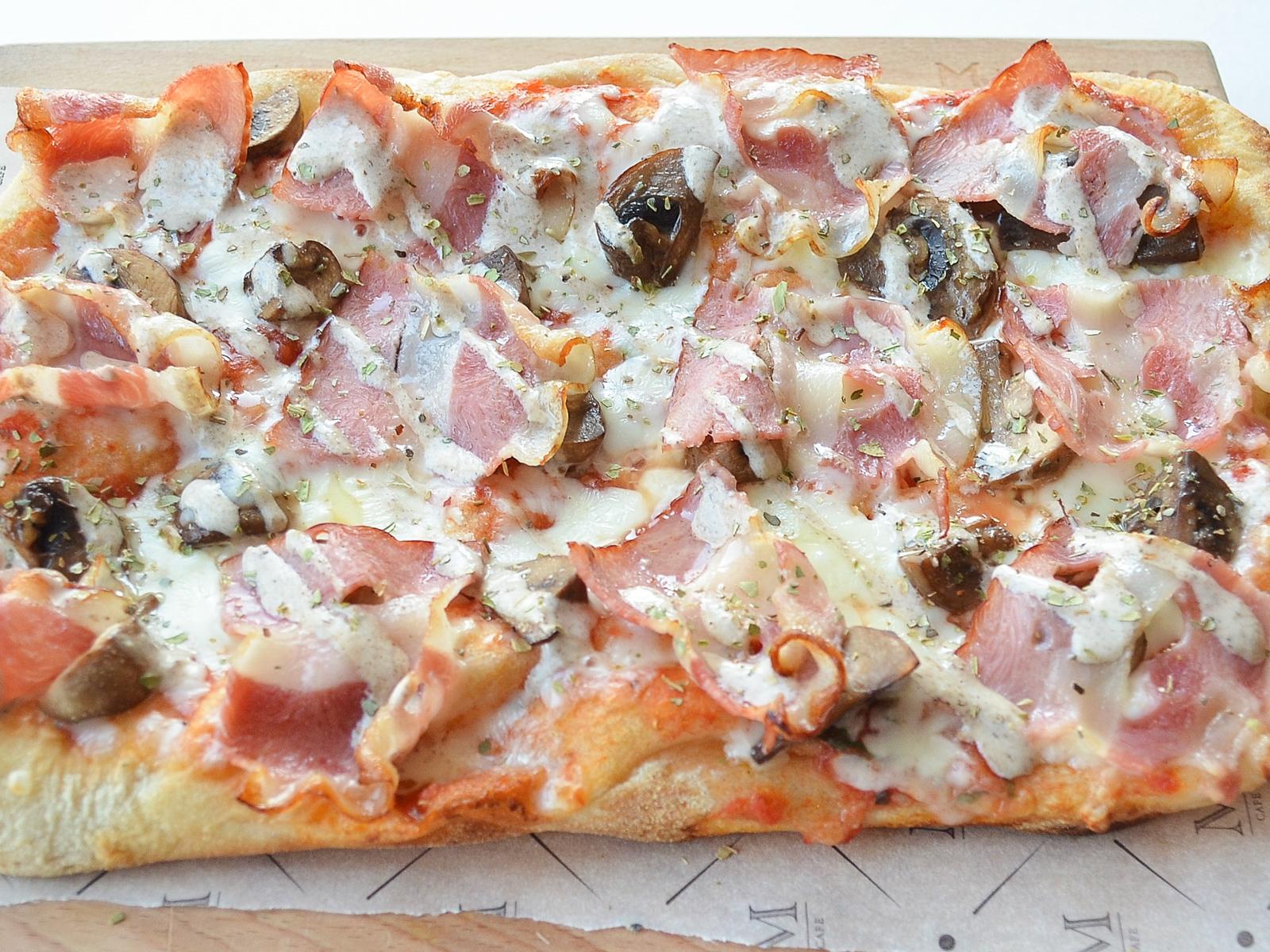 Римская пицца Панчетта и грибы