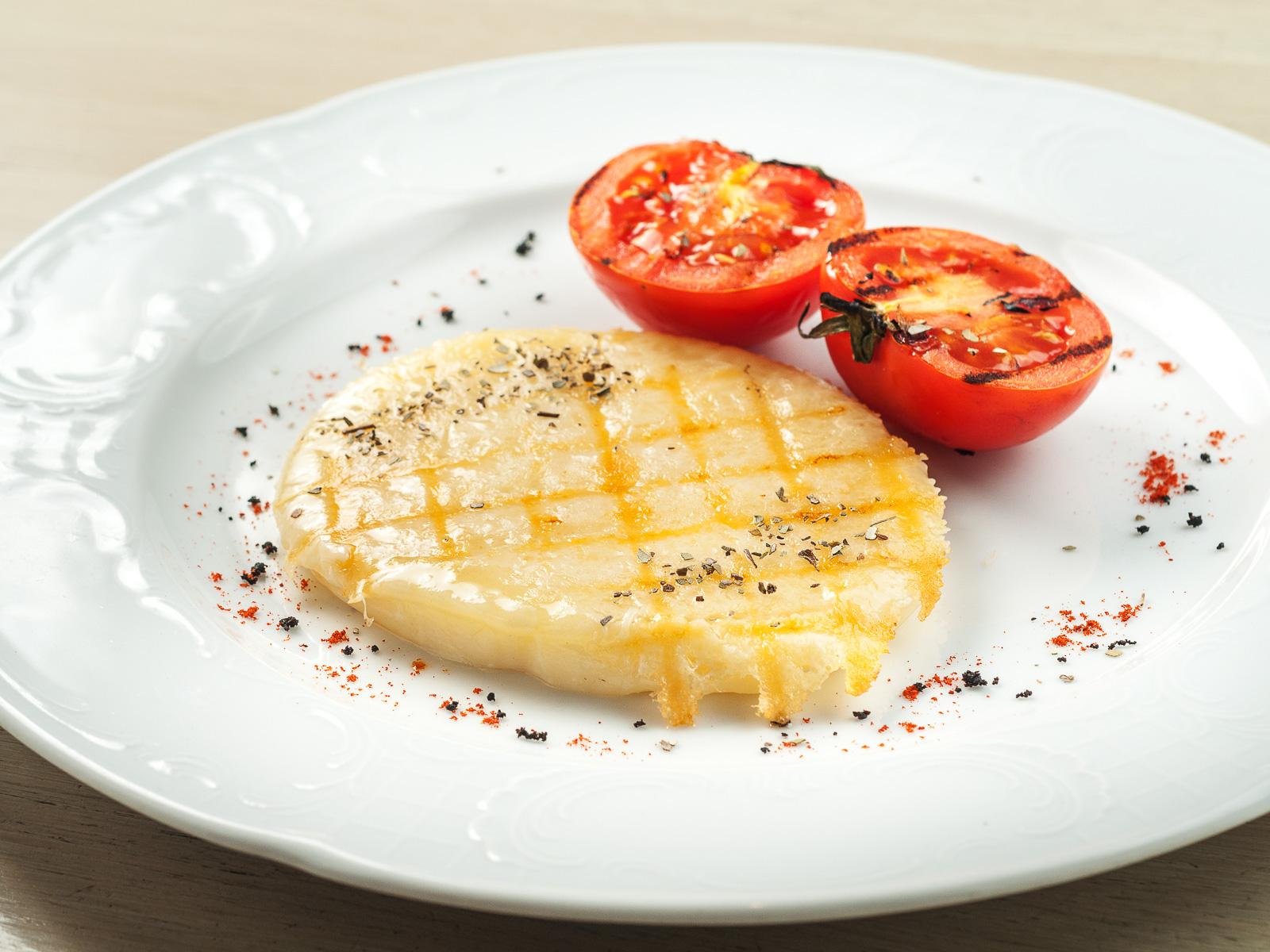 Сыр, жаренный на гриле