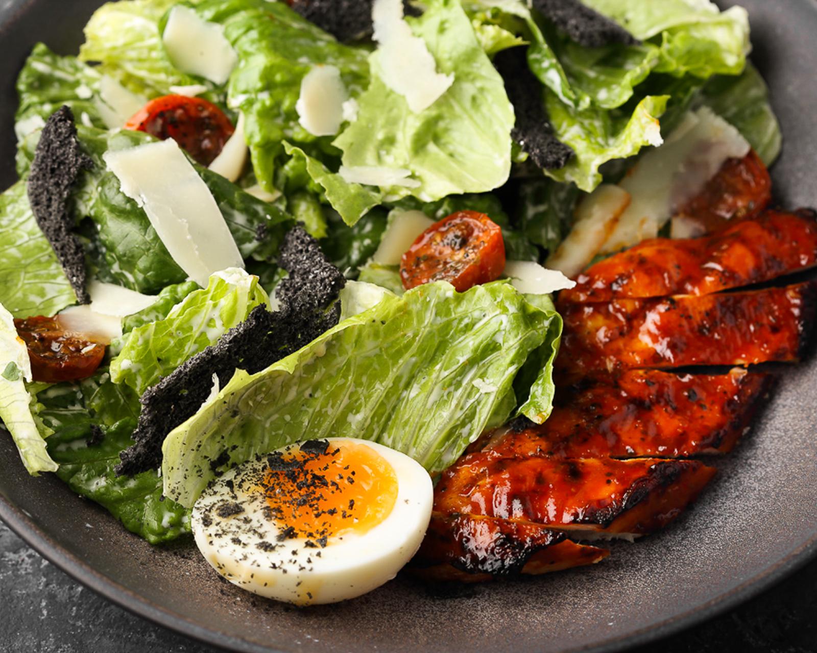 Салат BQ Цезарь с курицей