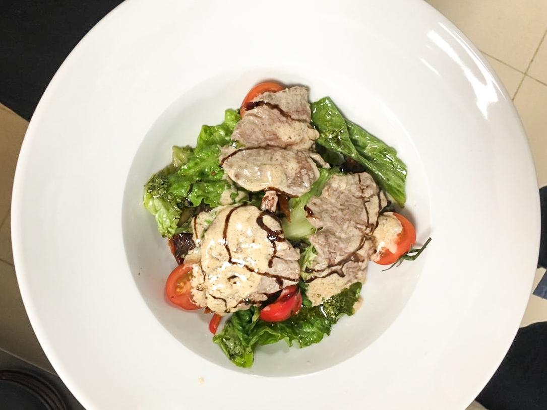 Салат теплый с говядиной