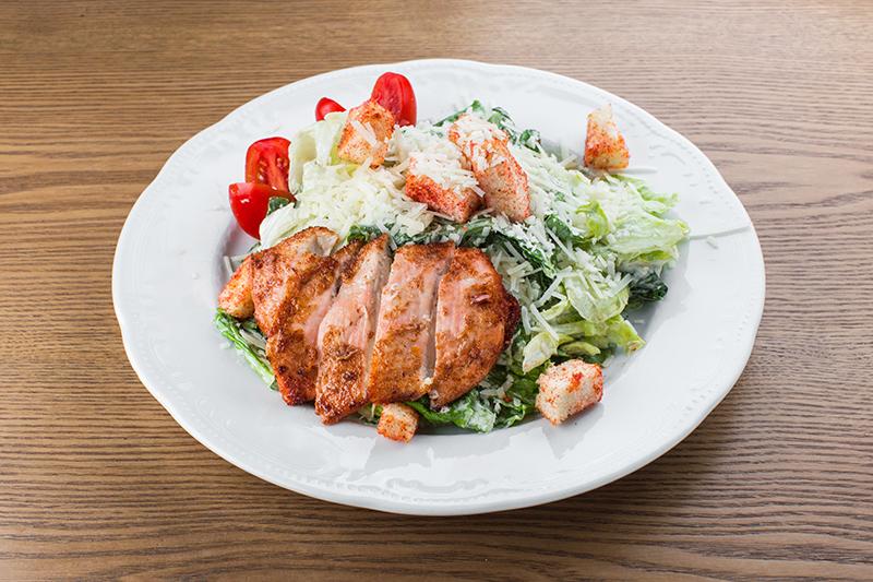 Теплый салат из куриной грудки