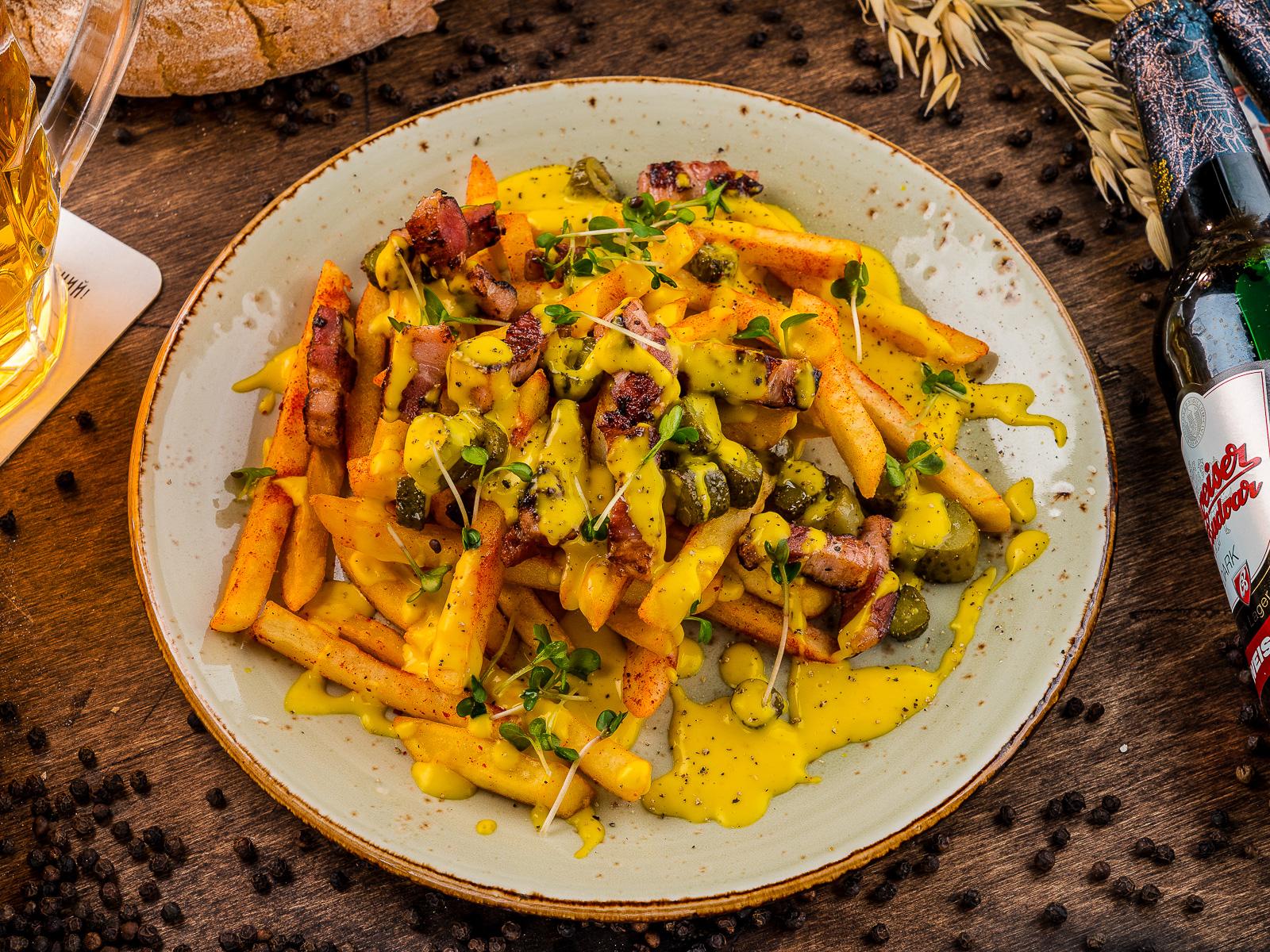 Картофель с жареной грудинкой под сырным кремом