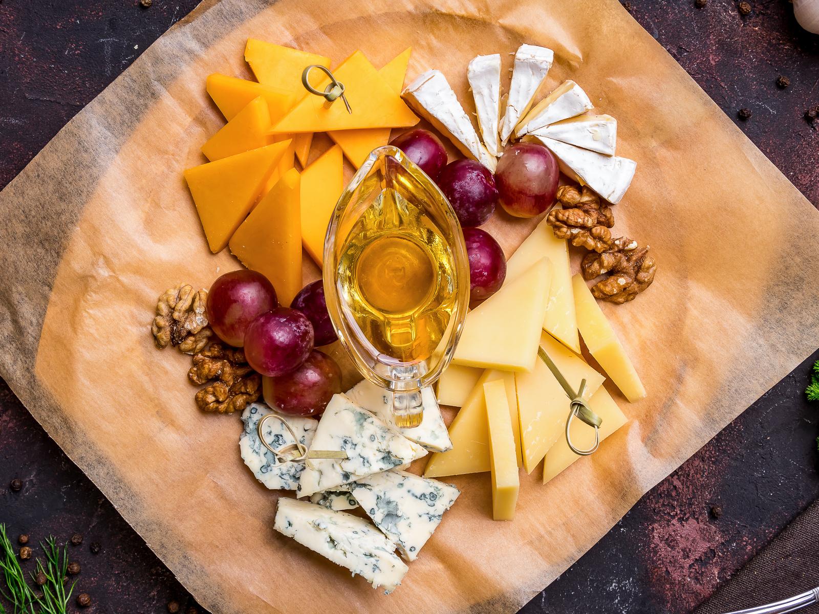 Ассорти из благородных сыров