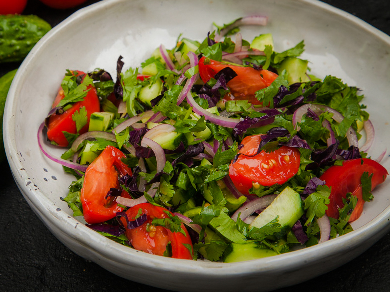 Овощной салат по-грузински со специями