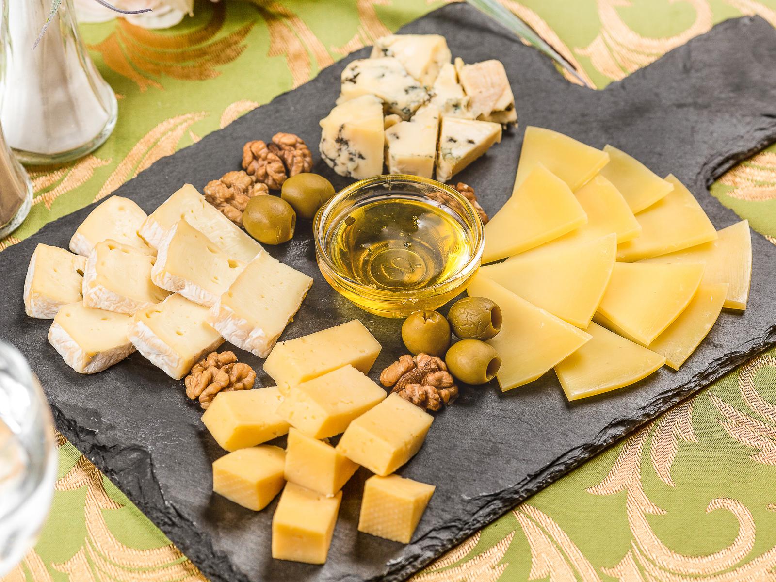 Ассорти европейских сыров