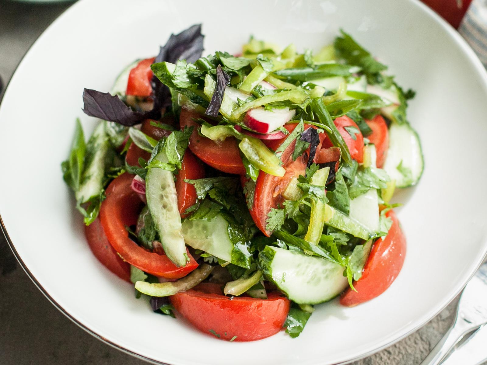 Овощной салат с зеленью Чобан