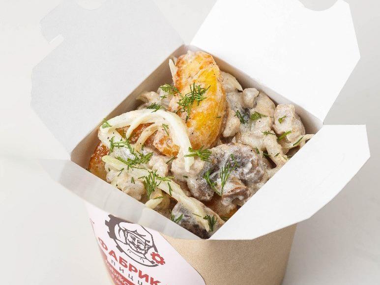 Картофель по деревенски с мясом и грибами