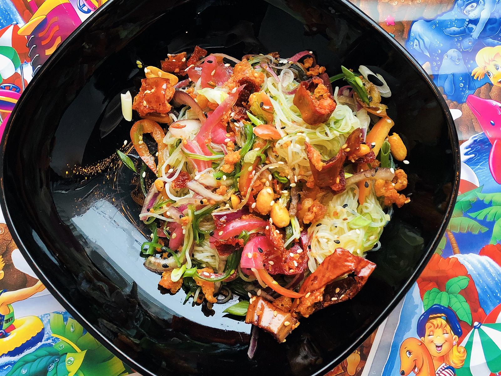 Салат с фунчозой и тофу