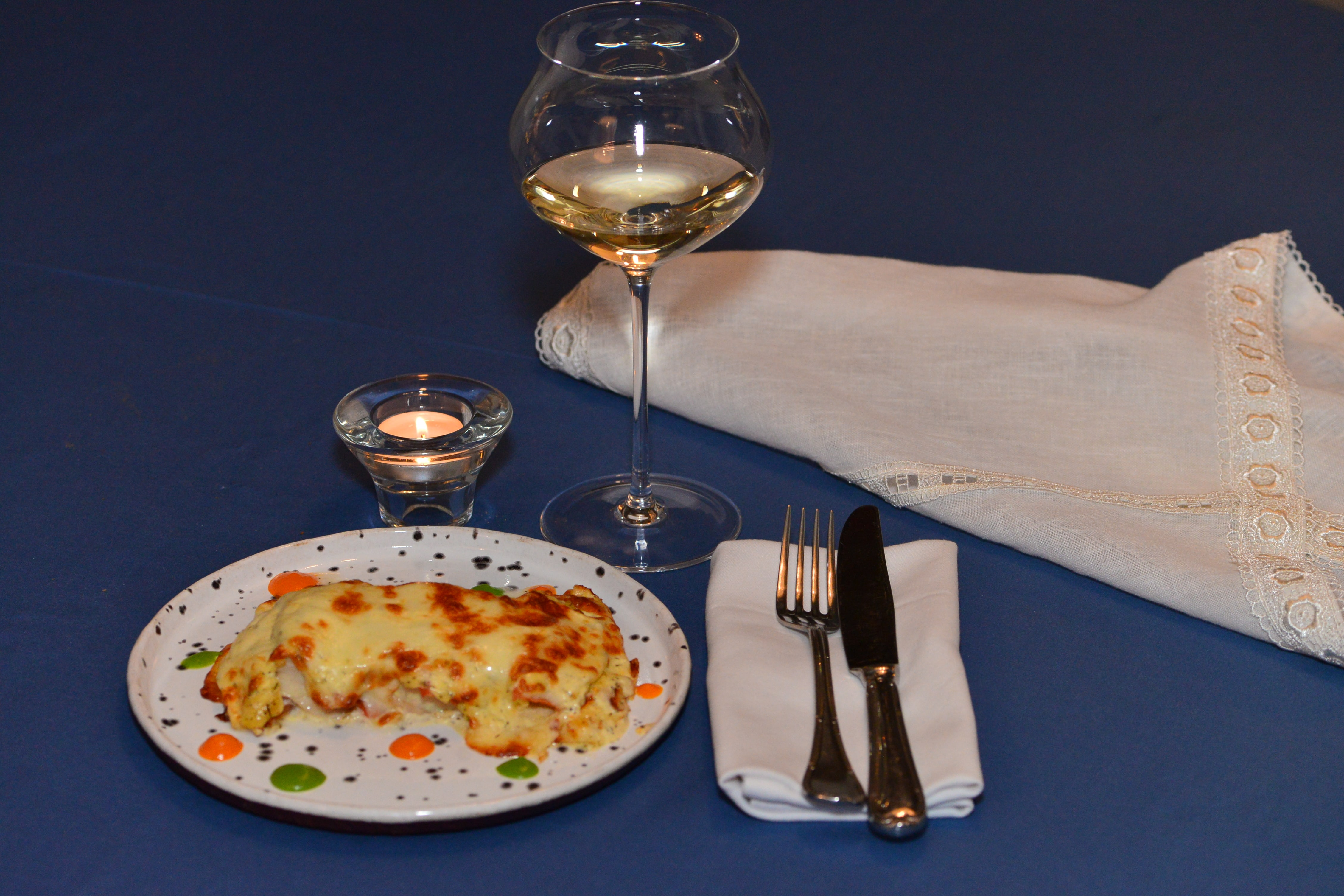Судак запеченный с помидорами и домашним сыром