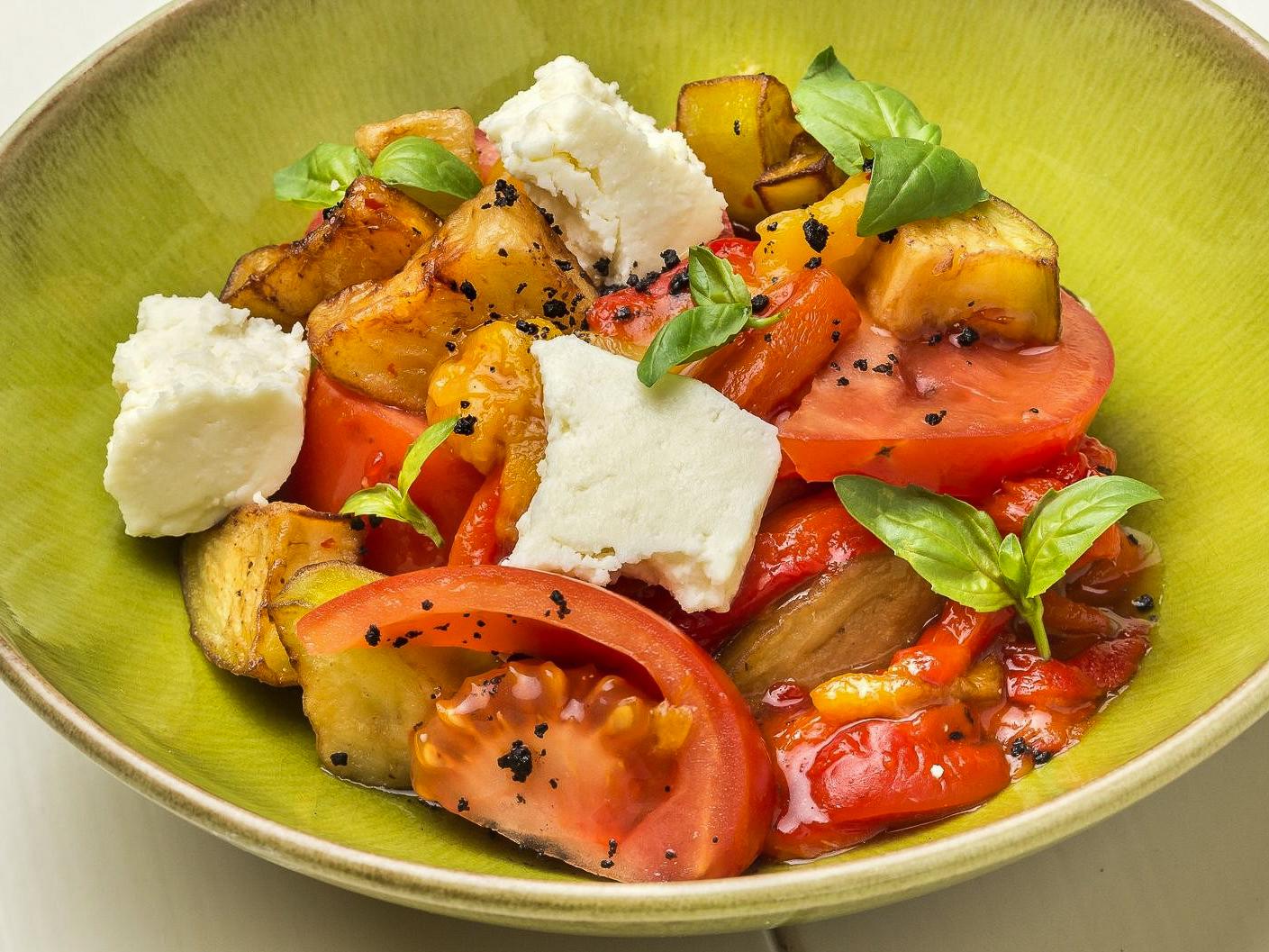 Запеченные овощи с адыгейским сыром
