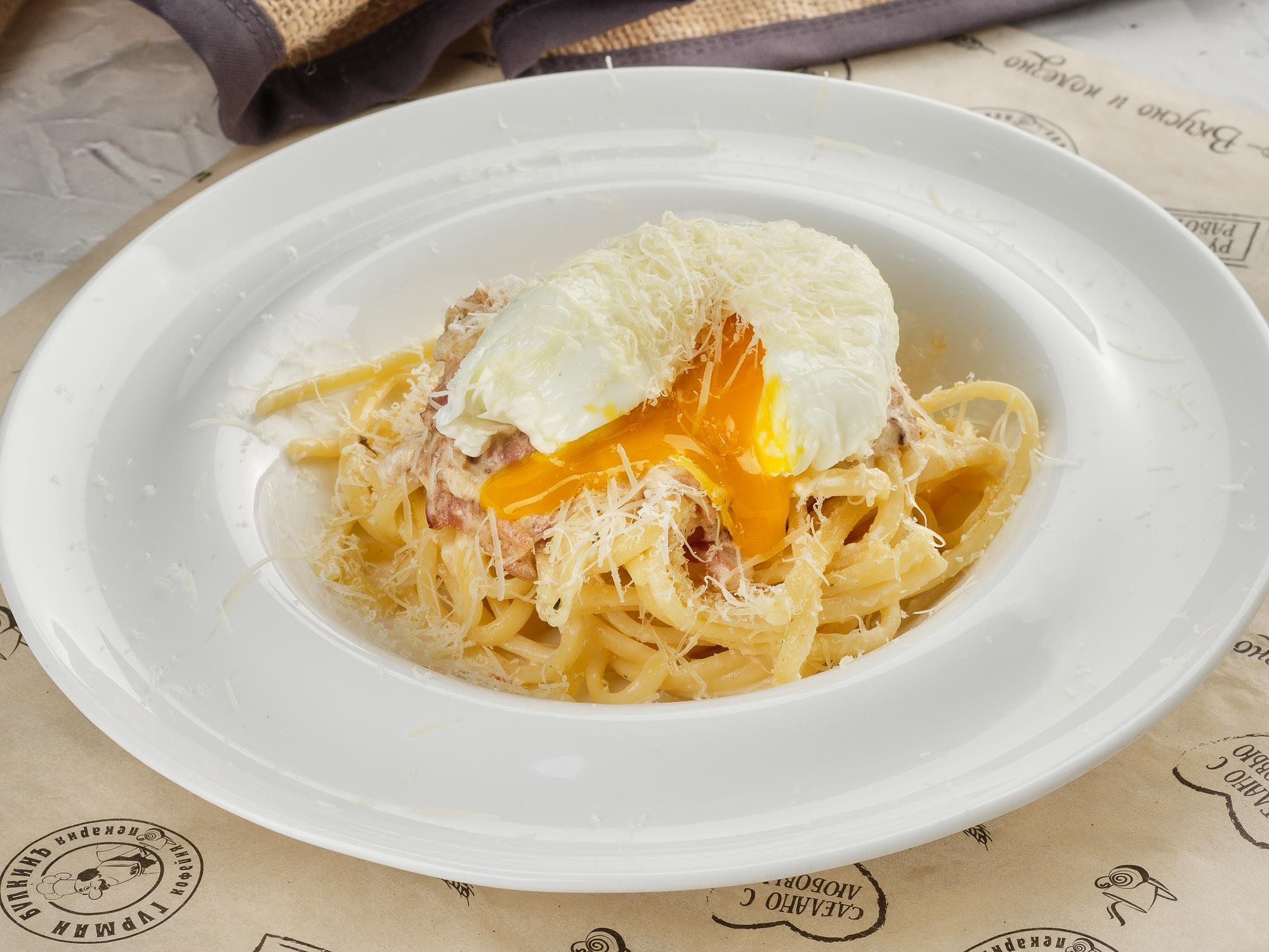 Паста Карбонара с яйцом пашот
