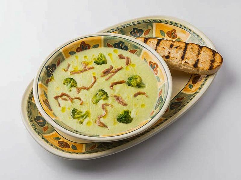 Суп Crema di broccoli con parma croccante