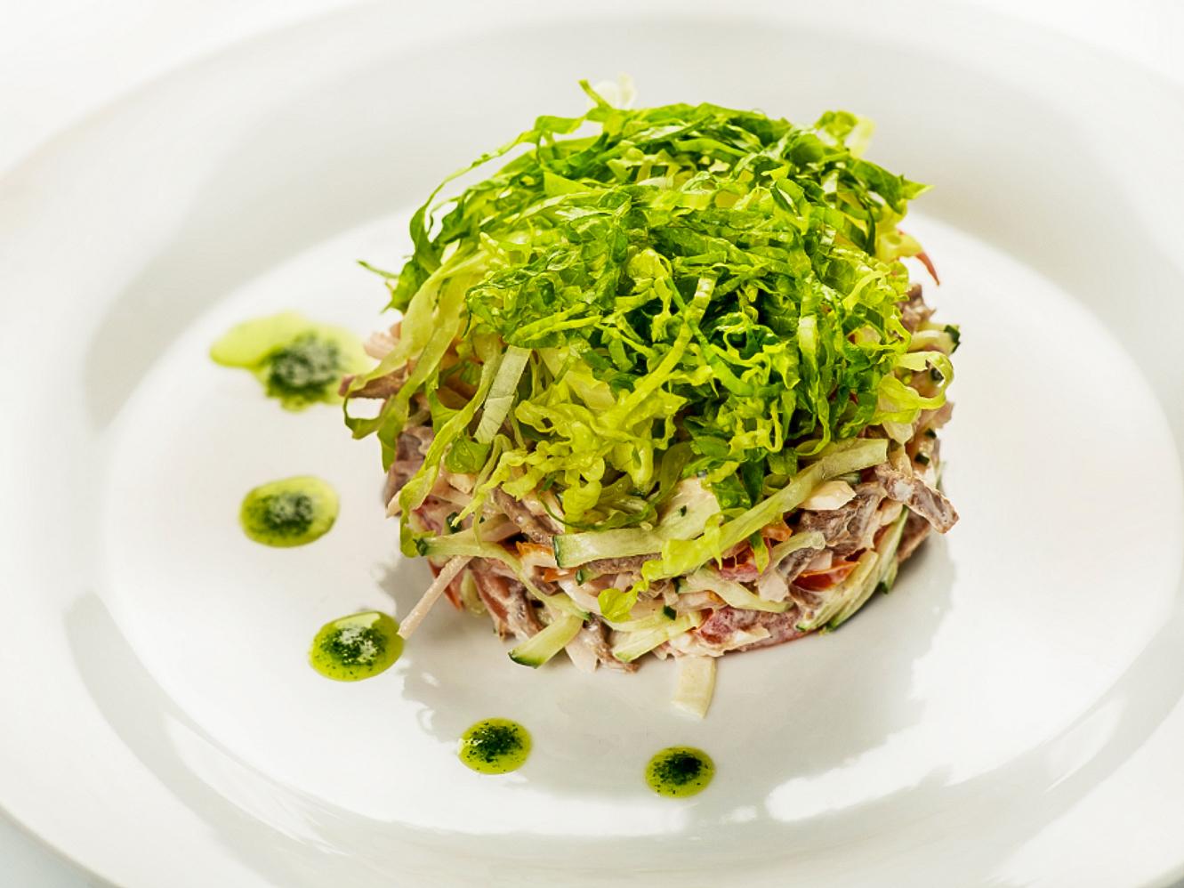 Салат из языка и карбонада