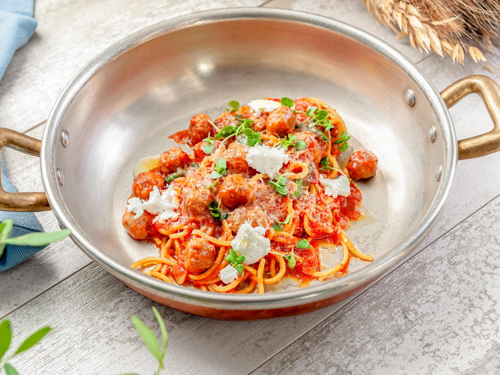 Спагетти китарра с фрикадельками
