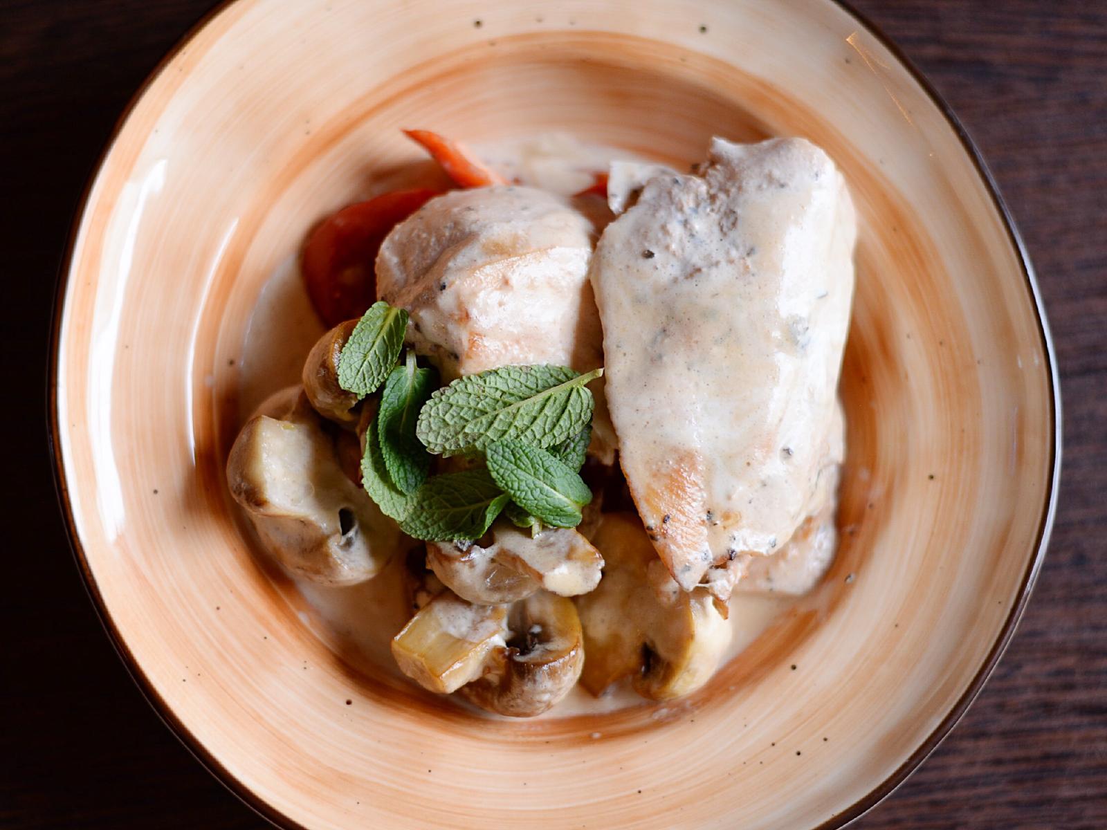 Курица в грибном соусе