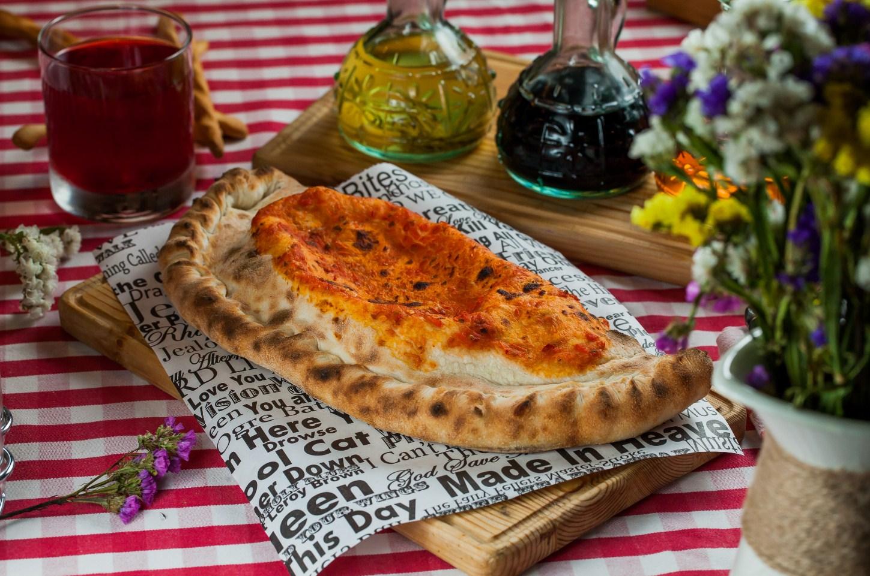 Пицца Кальцоне с рикоттой и ветчиной