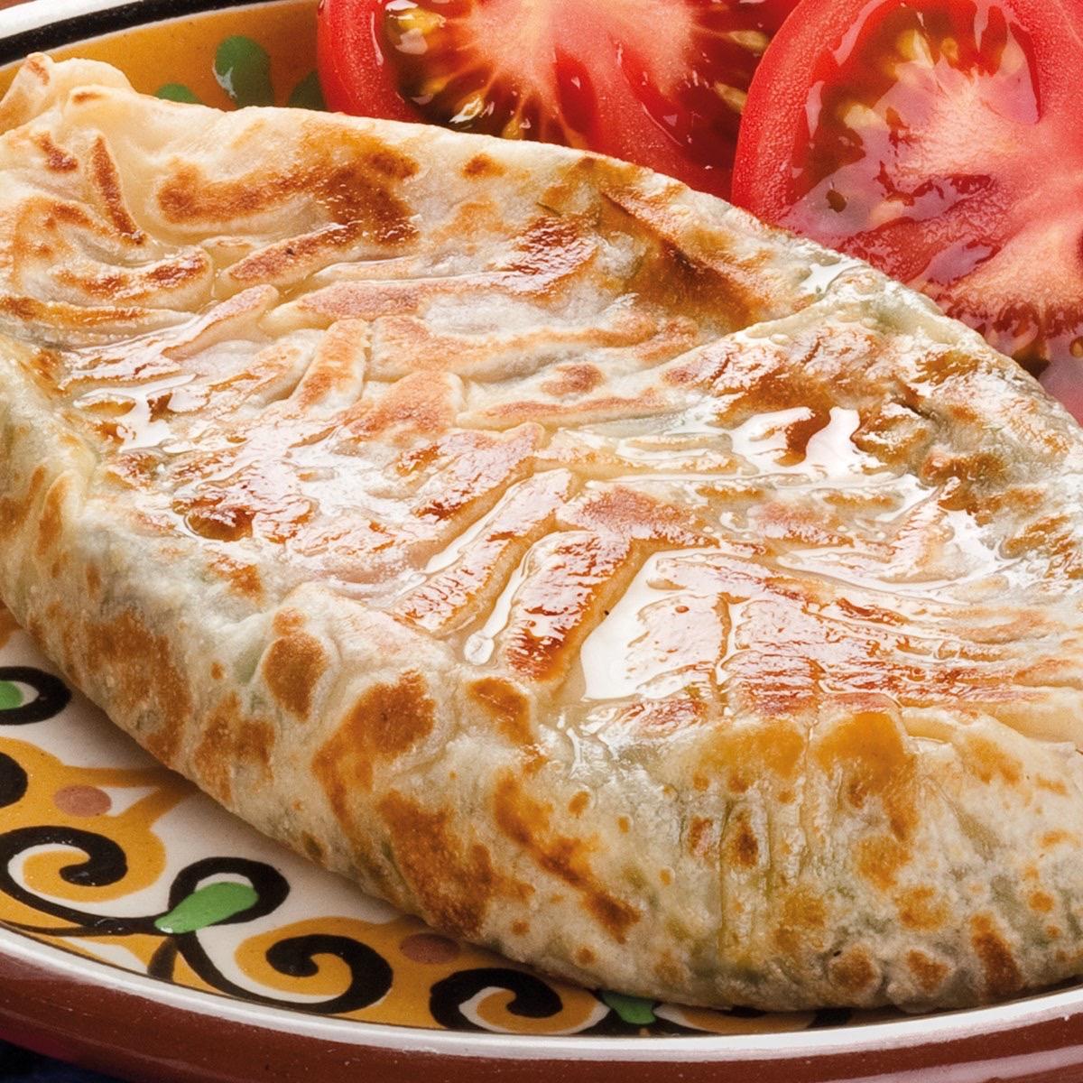 Кок-самса с сыром сулугуни и помидорами