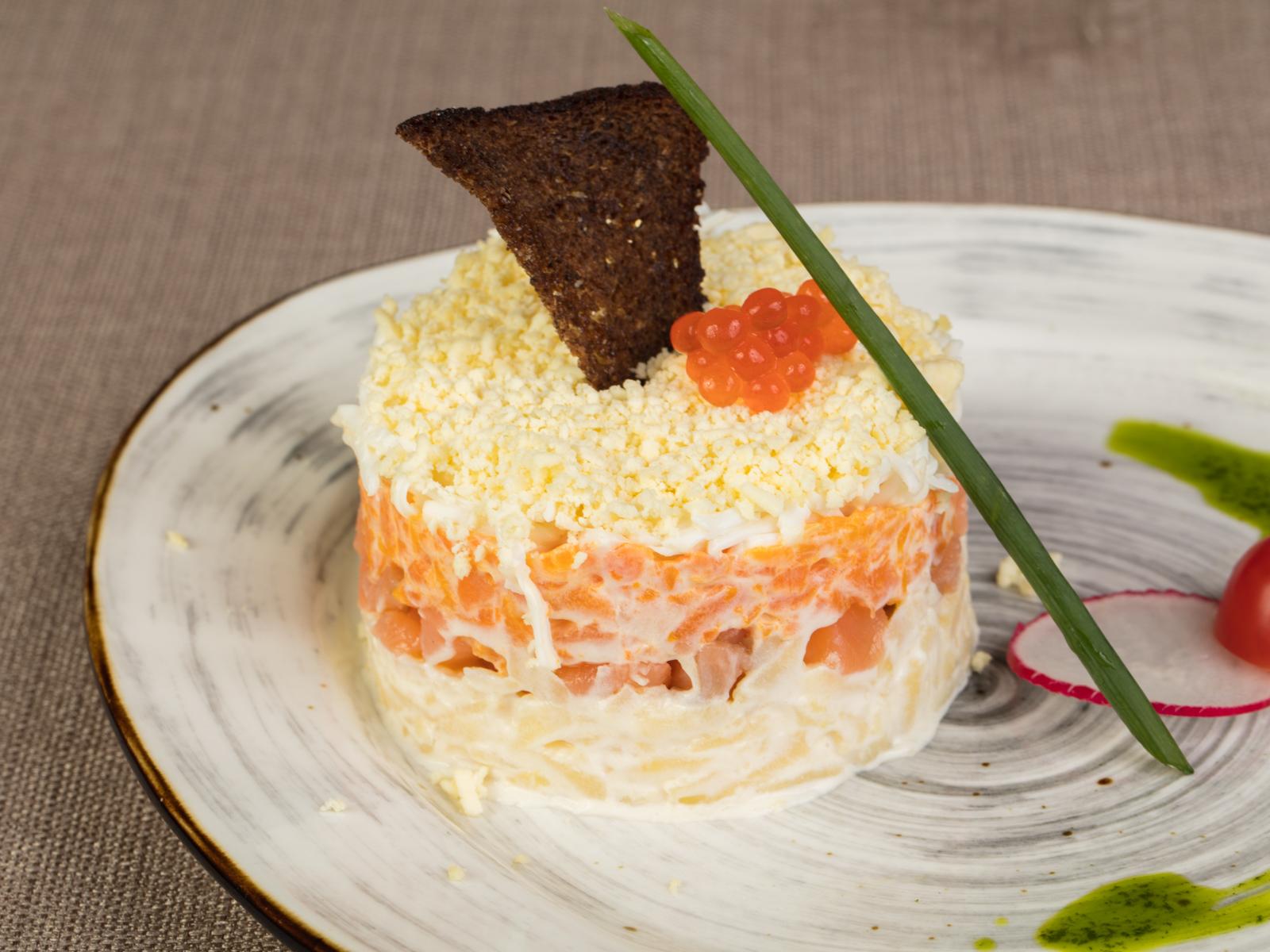 Салат Мимоза праздничная с малосольной сёмгой