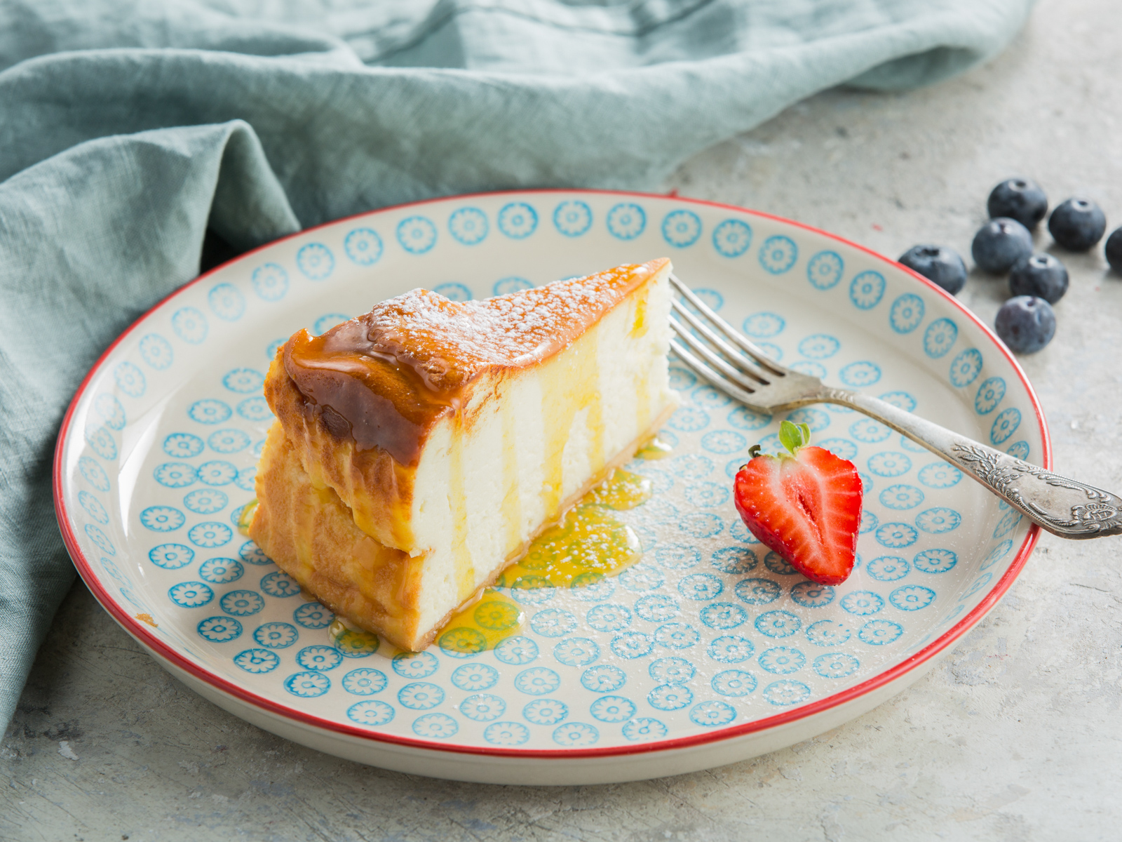 Чизкейк с манговым соусом