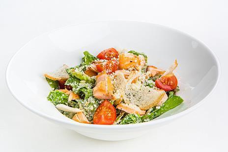 Фирменный салат Цезарь с салатом Романо, домашней заправкой