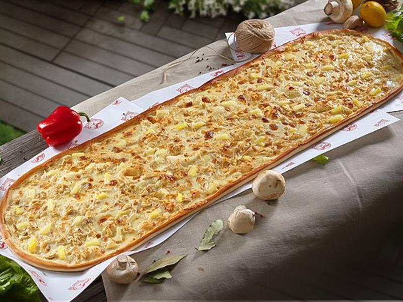 Метровая пицца Гавайская