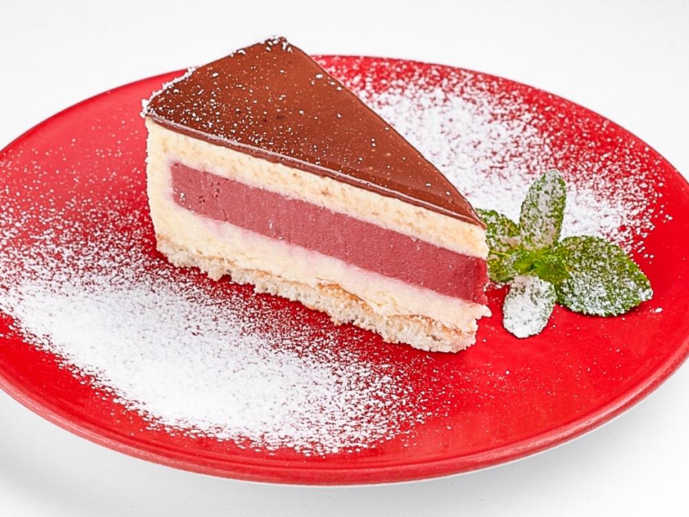 Торт малиново-кокосовый