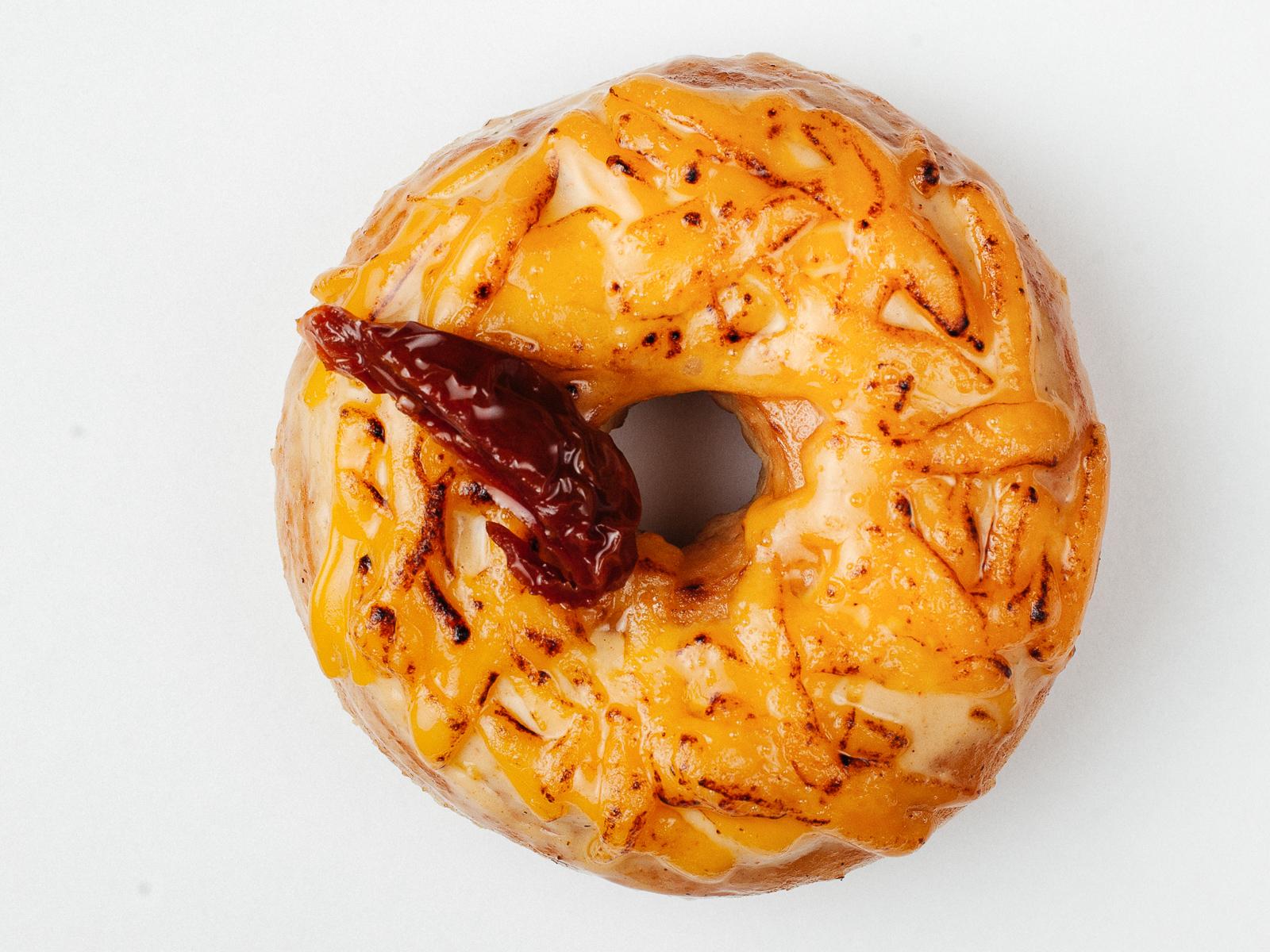 Пончик Сыр-базилик-вяленые томаты