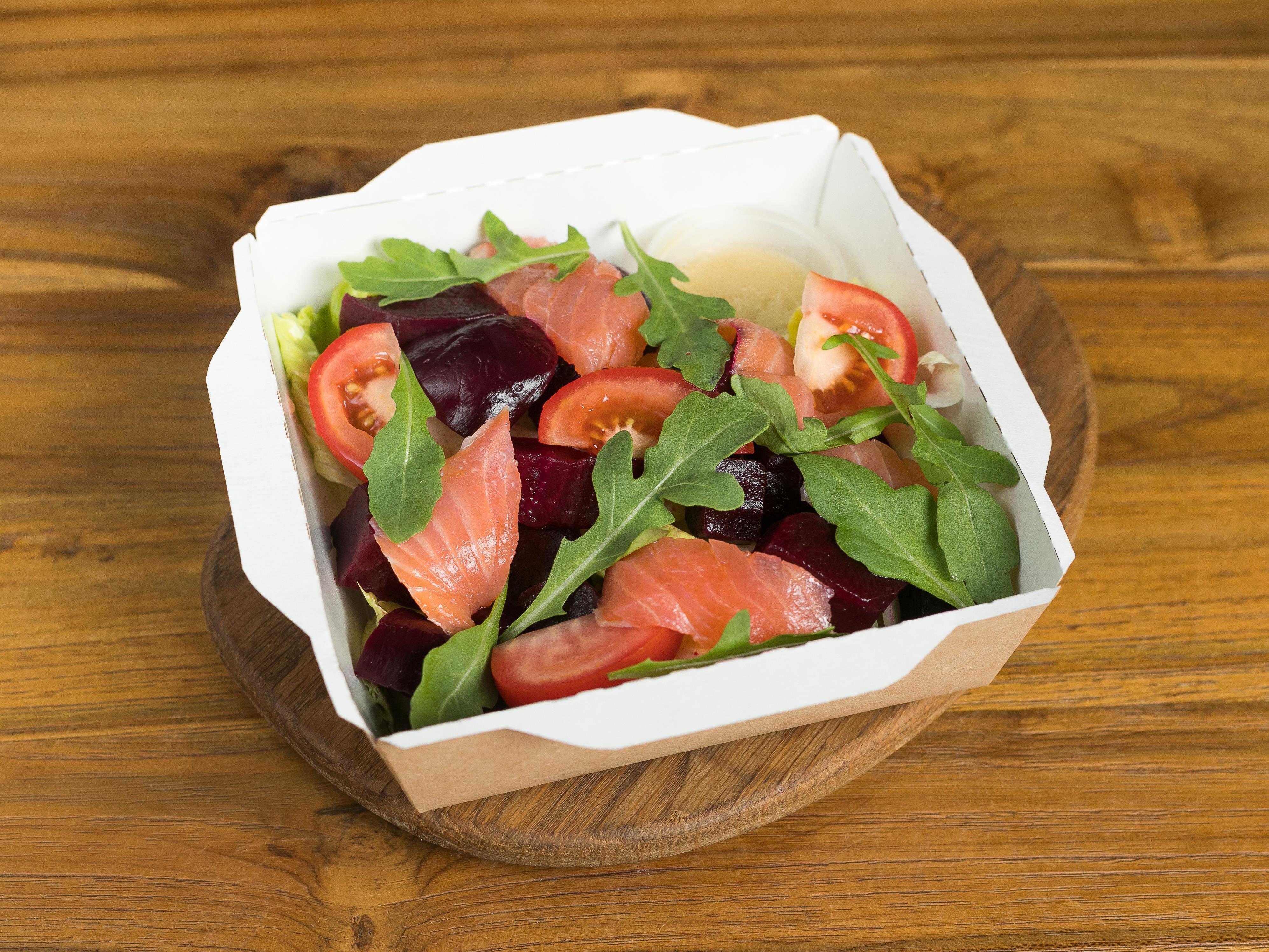 Салат с лососем и свеклой