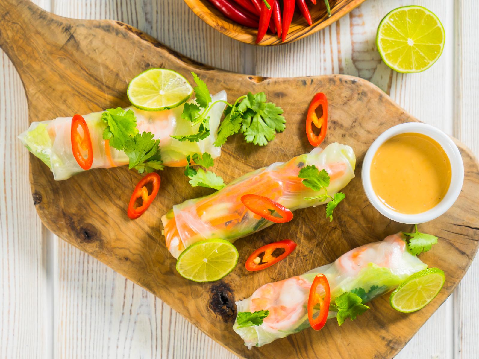Спринг-ролл с овощами и креветками
