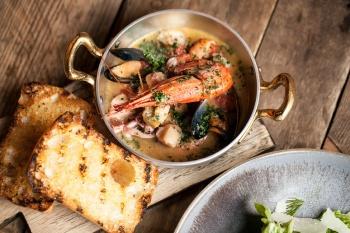 Салат с горячими морепродуктами