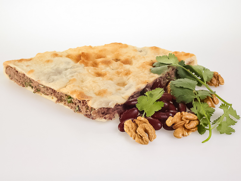 Пирог с фасолью, грецким орехом и кинзой
