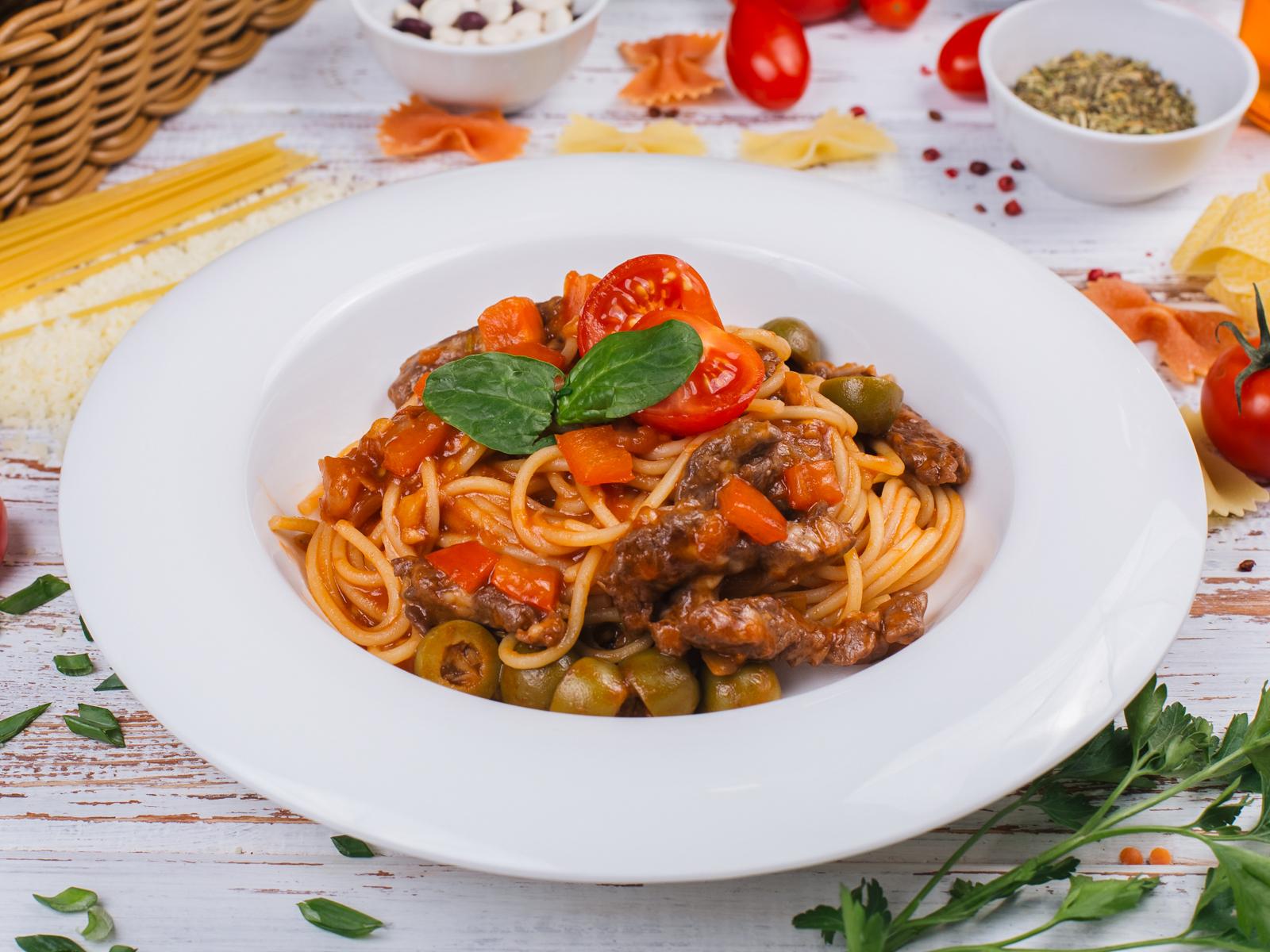 Спагетти с гуляшом