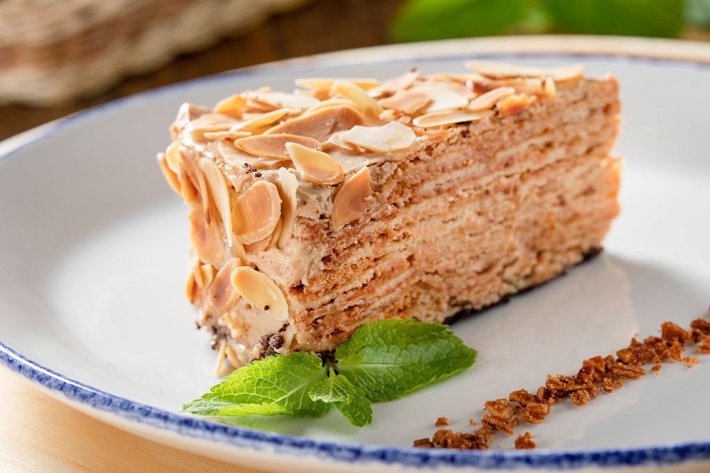 Миндальное пирожное с пралине из лесного ореха