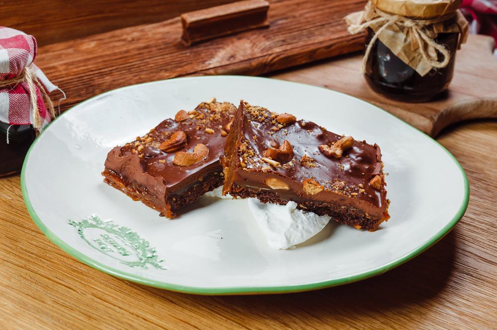 Тарт шоколадный с кешью