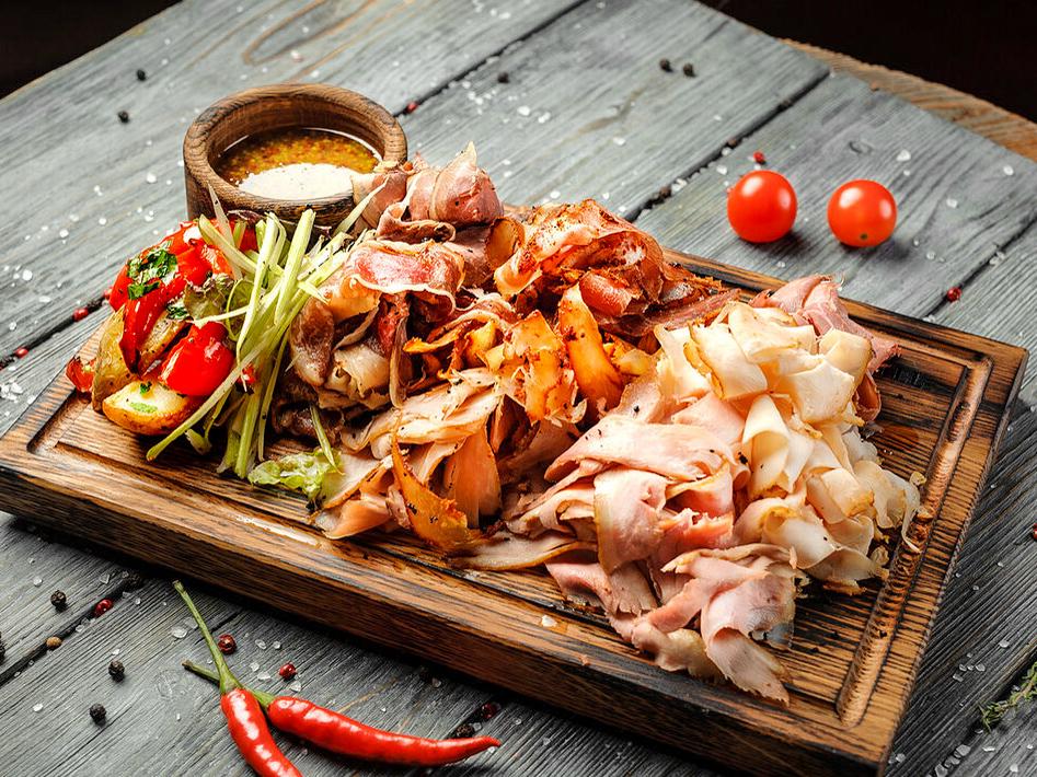 Мясные деликатесы собственного приготовления
