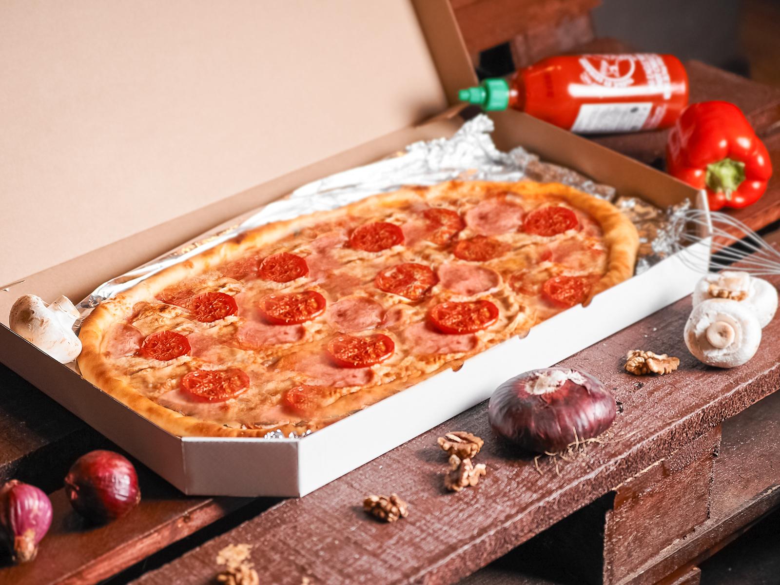 Пицца Мясная полуметровая