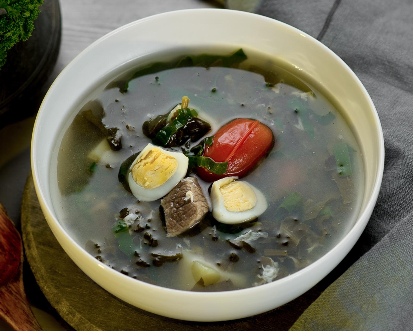 Суп из щавеля с перепелиным яйцом