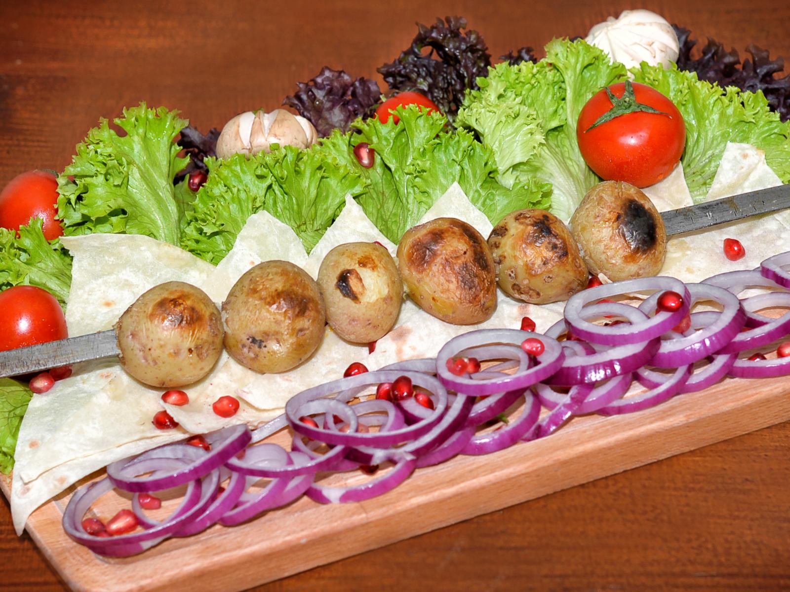 Шашлык из молодого картофеля