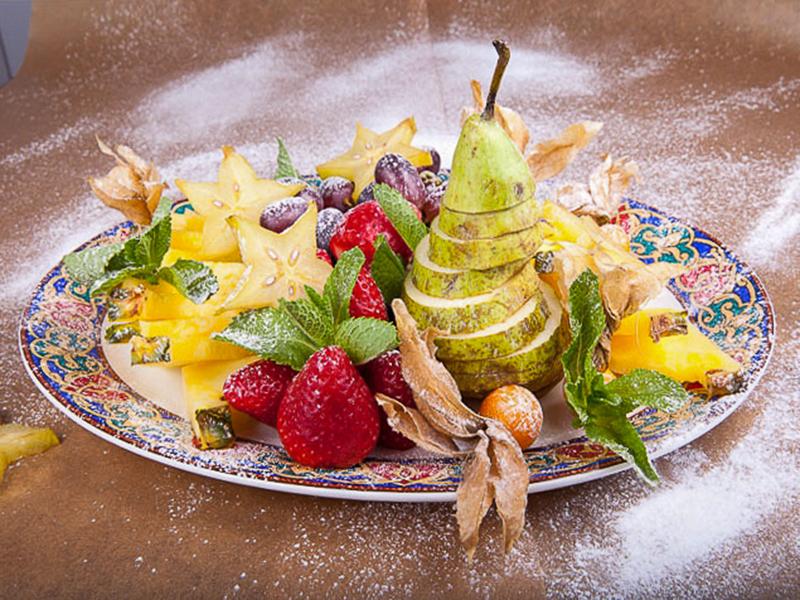 Плато из сезонных фруктов